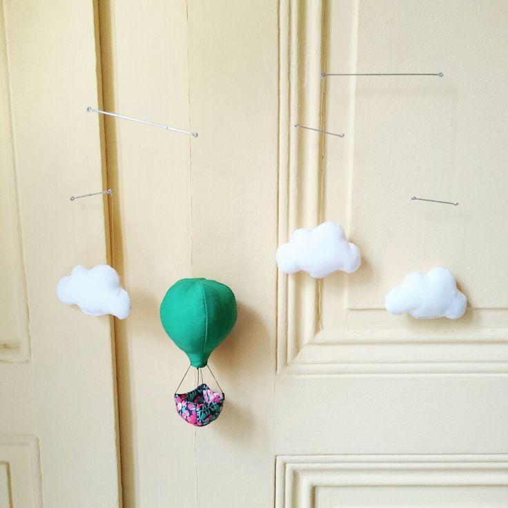 Mobile bébé - Mobile Montgolfière dans les nuages - Dans son panier l'espérance