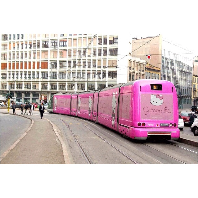 Combining two of my favourite things - trams and Hello Kitty *squeee*