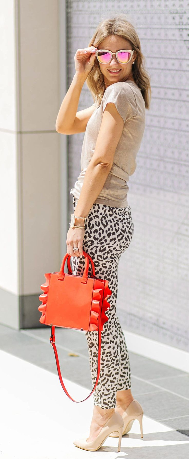 #summer #outfits Beige Tee + Leopard Skinny Pants + Nude Pumps + Orange Tote Bag // Shop this exact outfit in the link