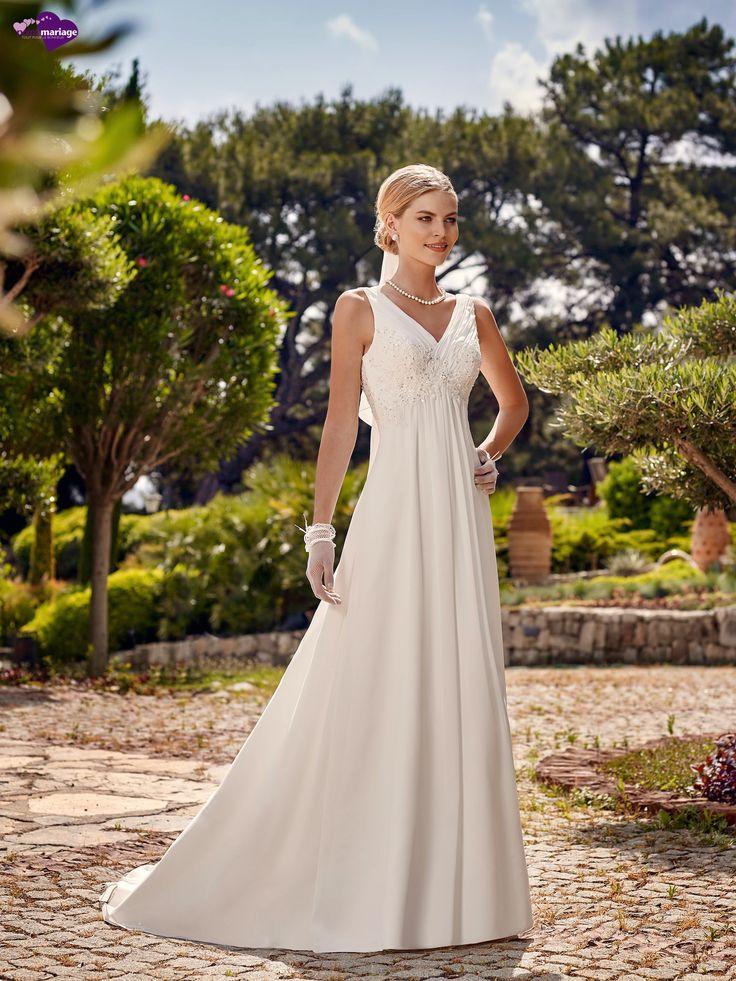 Arthémis, collection de robes de mariée - Point Mariage http://www.pointmariage.com/