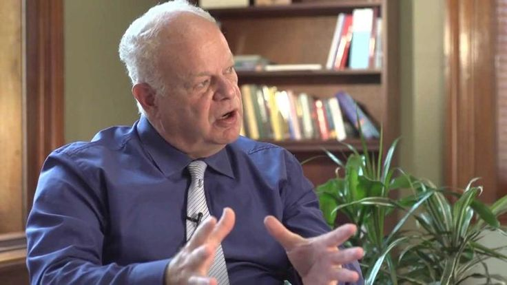 Martin Seligman Amerikalı psikolog, eğitimci ve yirmiyi aşkın kitabının yazarıdır. Martin Seligman Pozitif Psikoloji alanının kurucu babası olarak tanınır. #martinseligman #martinseligmankimdir