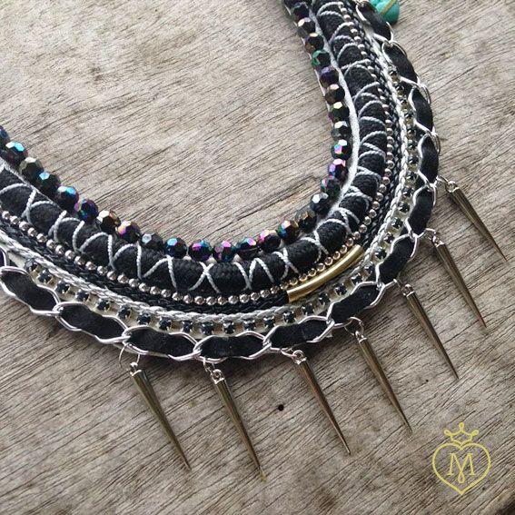 Collar pectoral negro #collarecintas #collaresmatilda #matildaaccesorios #matilda #designmatilda #matildadesign #accesoriosmedellin #accesorioscolombia #disenocolombiano