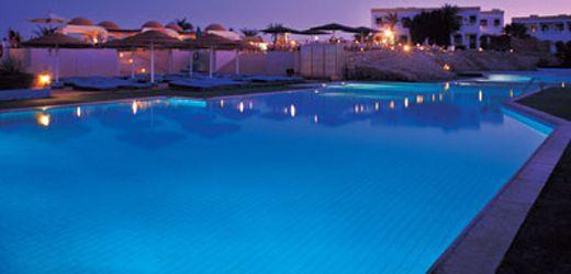 Resortet har en udendørs swimmingpool, der er åben hele året, med ...