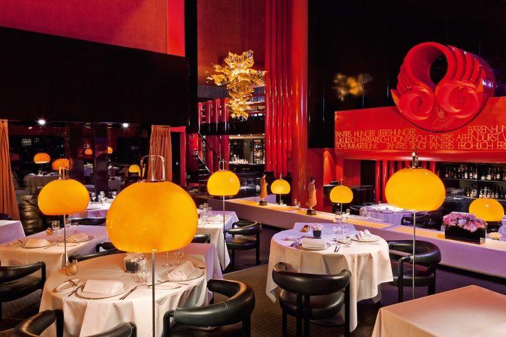 """""""Unsere Gäste schätzen die ganz besondere Atmosphäre im Tantris: Sehr elegant, dennoch kein bisschen steif. Beim Betreten des Restaurants tauchen Sie in eine andere Welt ein. Umgeben von avantgardistischer Architektur aus den 70ger Jahren, verwöhnt von unserer vielfach ausgezeichneten Sterne-Küche und internationalen Sommellerie rückt ihr Alltag ganz weit weg. Ihre Gäste werden zu unseren Gästen."""", Anita RiedlKontakt Guest Relation & Events. Auch ist das Restaunrant Design erstaunlich!"""