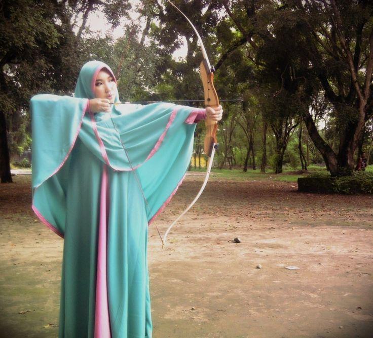 Hijab syar'i sama sekali tidak membatasi aktifitas, apalagi melakukan salah satu olahraga yang disunnahkan Rasulullah SAW, archery :)