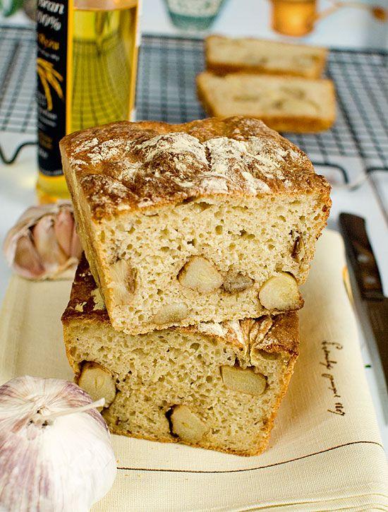 Chleb czosnkowy Grzegorza (z całymi ząbkami czosnku)