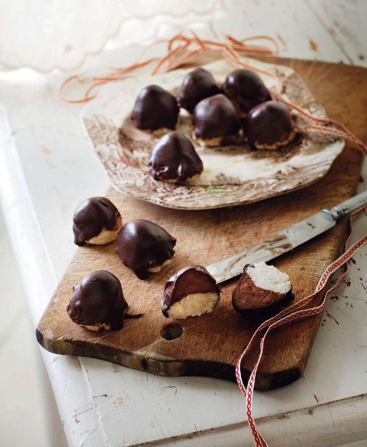 Som små bakelser är de ljuvliga biskvierna som fått smak av kanel, nejlika och ingefära. Foto Ulrika Ekblom. http://www.lantliv.com/mat-vin/kryddiga-chokladbiskvier/