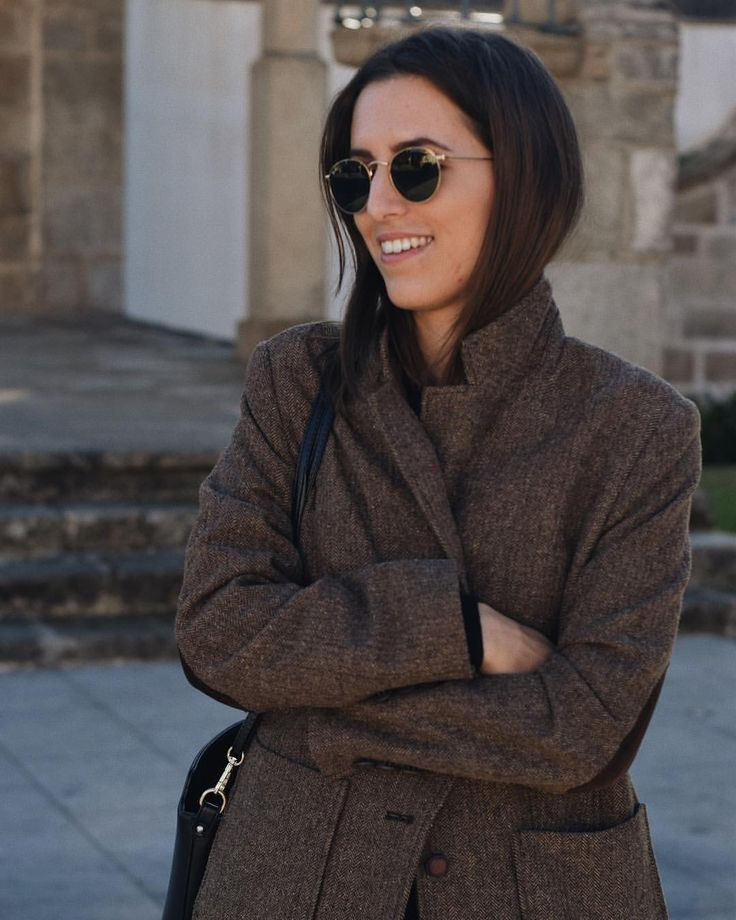 "122 Gostos, 6 Comentários - Beatriz Reis (@beatrizm_reis) no Instagram: ""This coat is 14 years old. Came from my mother and now I use it. Keep these kind of pieces always…"""