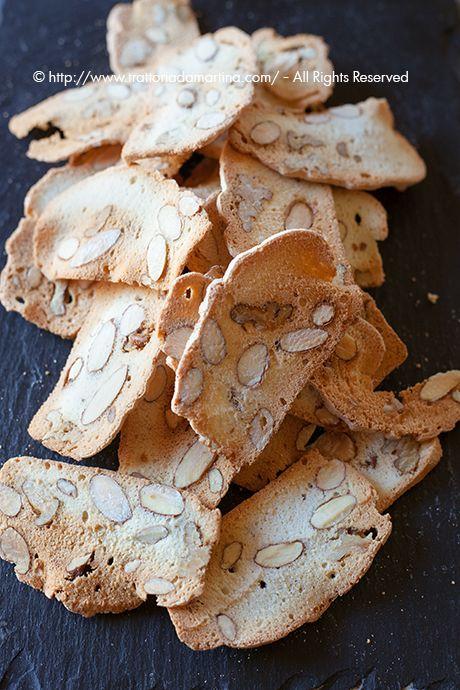 Biscottini con farina, mandorle e albume senza olio e senza burro
