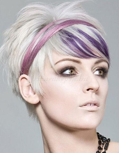 rövid női frizurák - rövid szőke frizura lila melírrel és hajpánttal