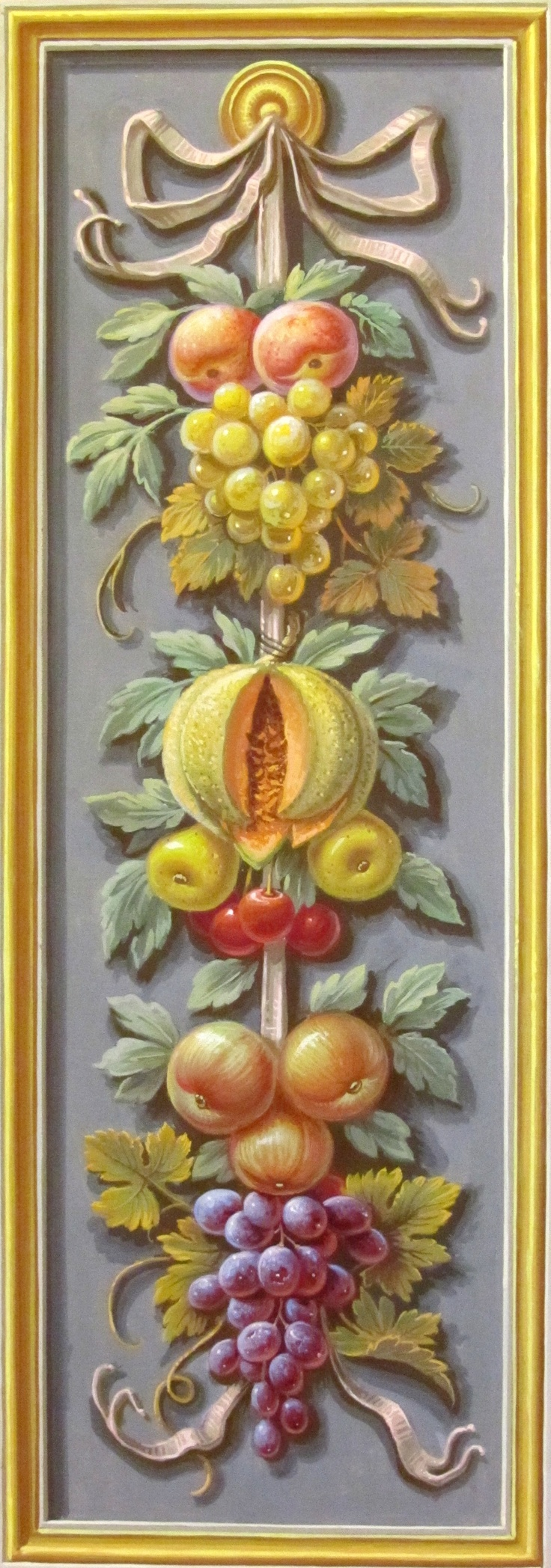 Grottesche with fruit
