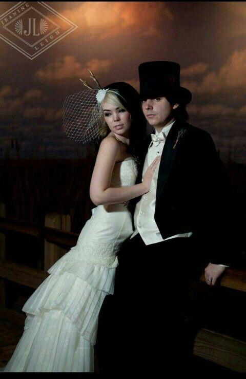 I love love love Suzy's wedding dress Even Arin's top hat. Everything. -Jrisa