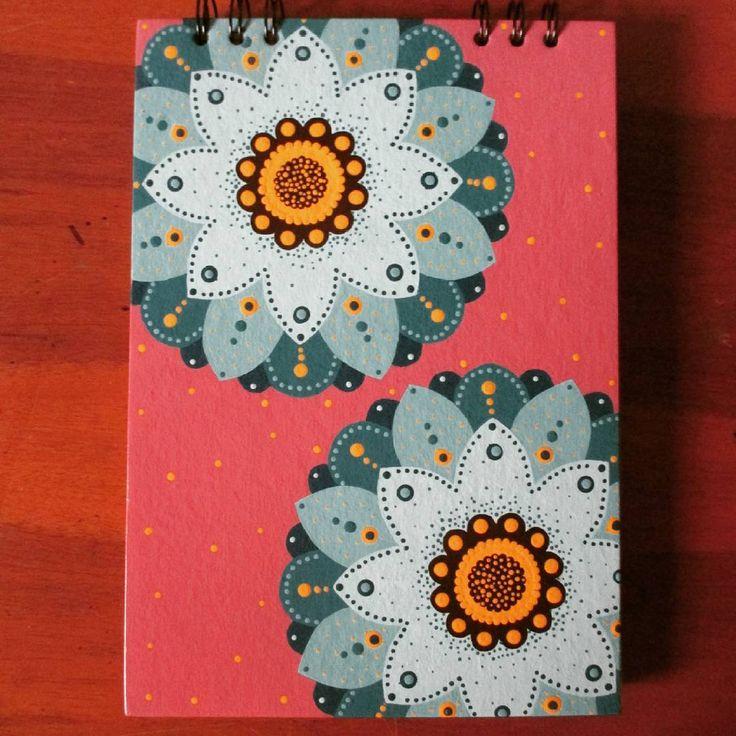 Flores azules.  .  .  #libretapintada #calico #libretapintadaamano #agendapintada #hechoamano #agendacolorida #artecali #flormandala #libretamandala #agendamandala #calicolombia #gatosania