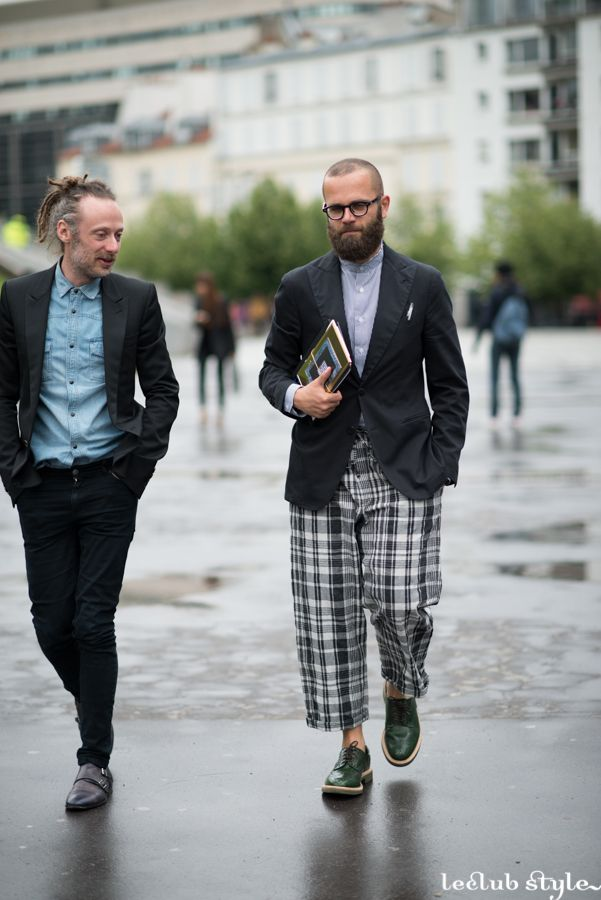 Menswear Street Style. Angelo Flaccavento by Ángel Robles. Blazer with checked cop pants and brogues. Bulevar de Bercy, Paris. Paris Fashion Week.