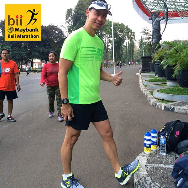Richard Sam Bera and his New Balance exercising for the upcoming BII Maybank Bali Marathon at Senayan Jakarta. #BMBM2015 is only 7 days away.
