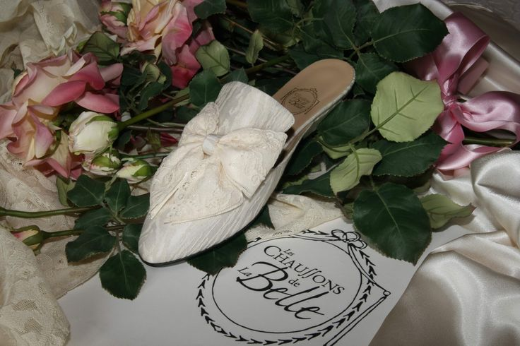 """Camélia"" - cream cotton - double bow in cream satin and Valenciennes lace http://store.leschaussonsdelabelle.com"