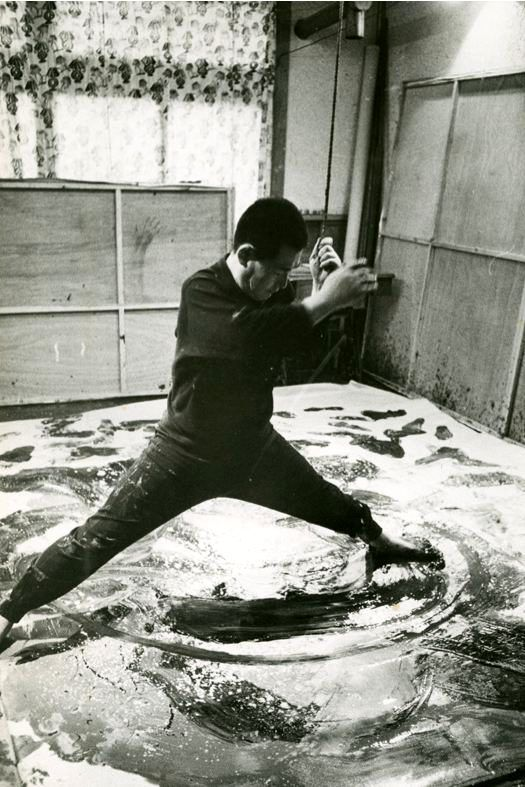 Kazuo Shiraga, peinture avec les pieds, 1956