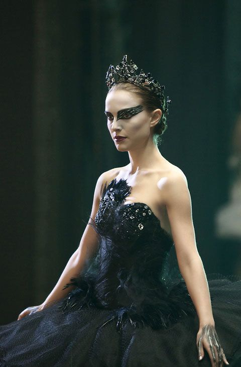 El maquillaje de la protagonista de 'Cisne Negro' es otro de los más imitados. Su versión más 'soft' consiste en sombra negra para marcar el ojo, aplicando también delineador en la parte inferior.