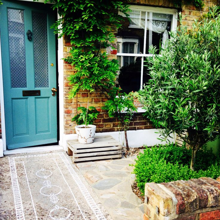 My front garden is pretty much done - just the fanlight to paint and gate to fit