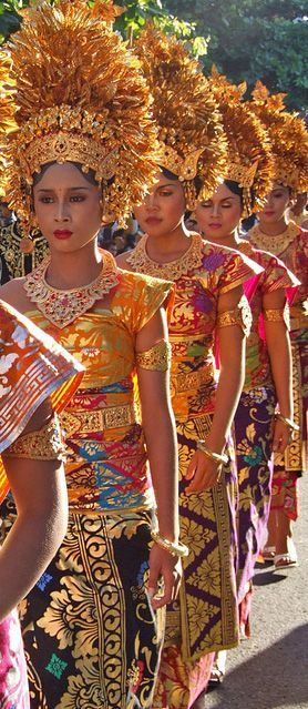 Women in traditional Balinese dress, Bali, Indonesia. Www. Rudisbalitours.com