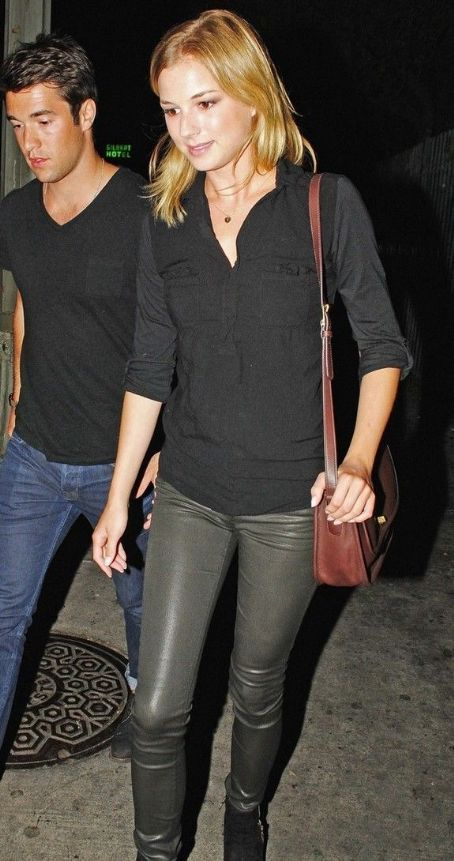 Emily VanCamp Fashion and Style - Emily VanCamp Dress, Clothes, Hairstyle - Page 2