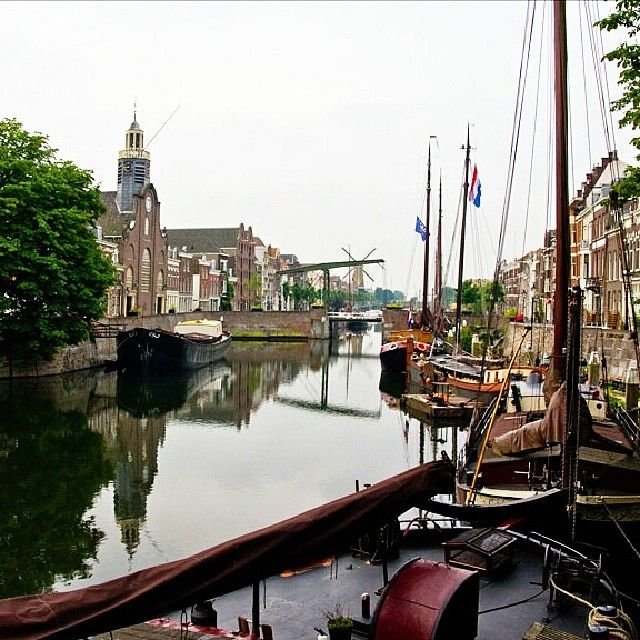 Mooi stukje Rotterdam hè? Aankomende zaterdag zal Historisch Delfshaven in het teken staan van haring, jenever, graan en bier. Tijdens het nieuwe festival Ketels aan de Kade wordt de voedsel historie herbeleefd. Leuk!