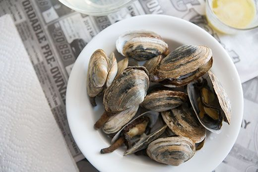 How to make steamed soft shell clams, otherwise known as steamers, a specialty of New England.