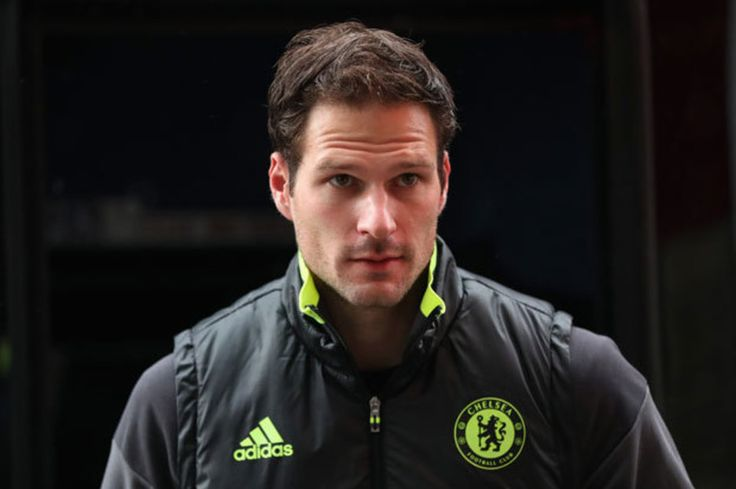 Transfer News: 10m Chelsea bid agent on Man Utd move major Everton update
