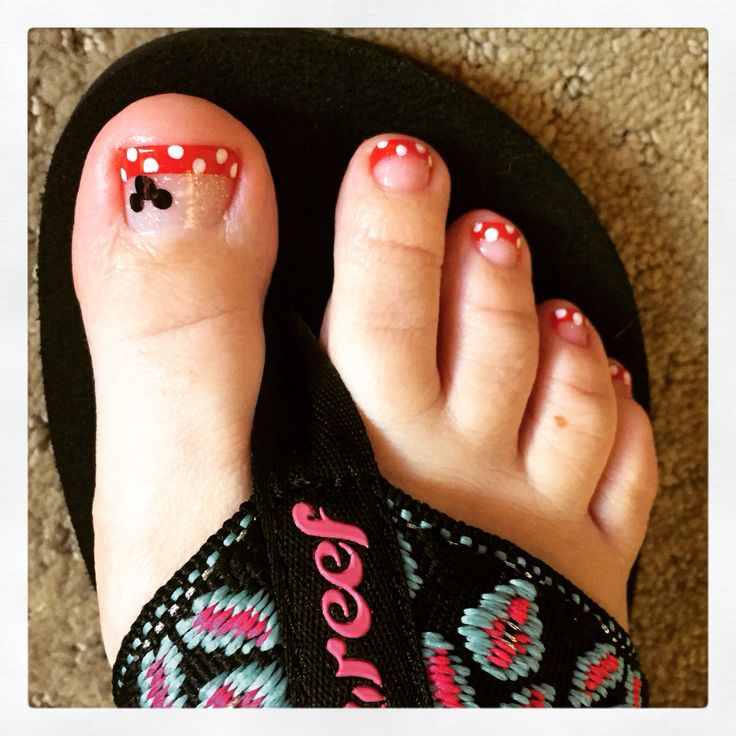 Minnie Mouse toes! Disney / Mickey inspired finger nail polish art. Now I'm ready for my Disney World vacation!