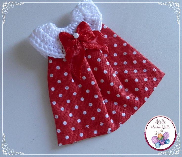 Mini vestido em crochê e tecido..  Pode ser feito na cor e detalhes que o cliente desejar.