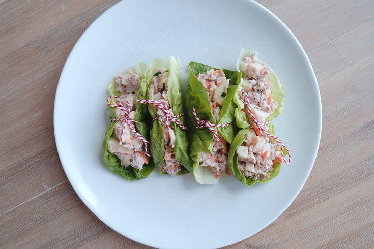 Magere sla wraps met tonijn en appel. Fris van smaak, licht, makkelijk te maken en ook nog eens mega lekker van smaak! Zie hier het recept.