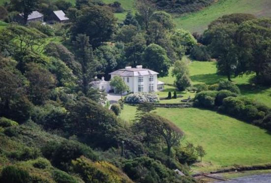 Lough Ine House Loughine, Skibbereen, Co Cork (Sleeps 1 - 10), UK, Ireland. Self Catering.  Holiday. Holiday Home. Travel. Countryside. Walking. Fishing Nearby. Childre Welcome. Disabled Access. Disabled Facilities.