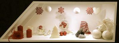 Vetrina dicembre natale negozio intimo donna e costumi da bagno, pigiama da donna, idea regalo natale intimoecostumi milano