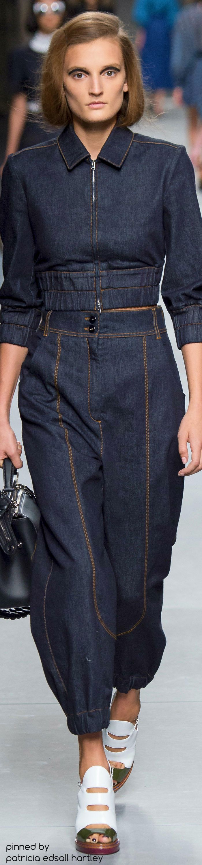 Fendi Runway-Loose denim outfit in dark color has a same retro look and masculine style. I think this design is comfortable and the model is surprisingly sexy in the style even if it is shapeless.