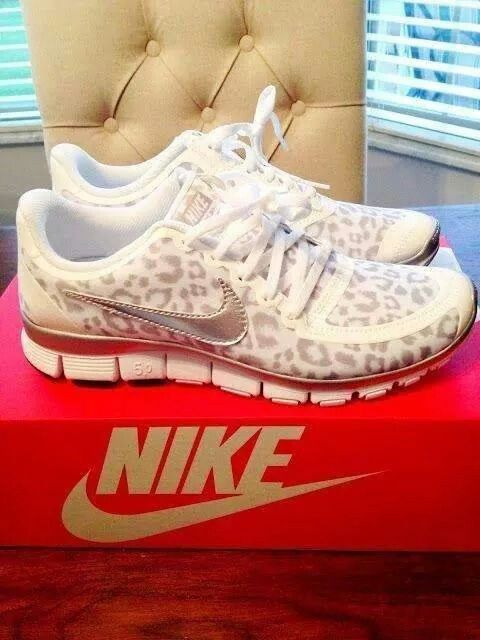Sexy woman shoes nike leopard print