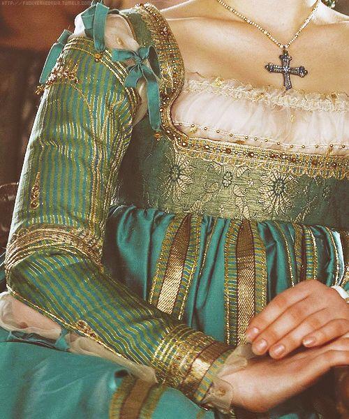 (detail)Lucrezia Borgia's dress. -season 1, episode 6