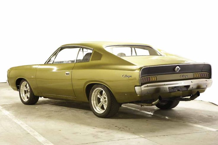 Bretts 1972 Valiant VH XL Charger
