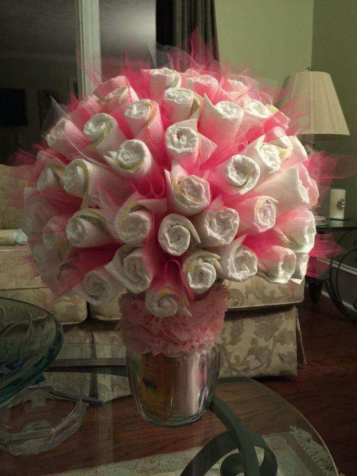 Mais de 1000 ideias sobre diaper bouquet no pinterest for Baby shower decoration ideas with diapers