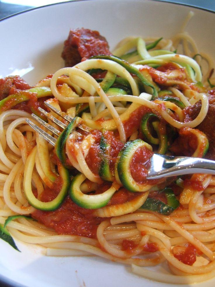 tuna meatballs, courgetti (zoodles), spaghetti & tomato sauce