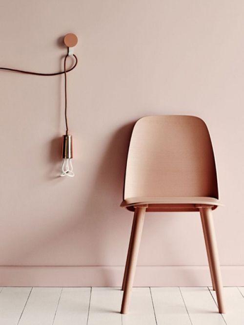 Dé tip voor een groter lijkend huis: match je meubels met de muur! - Roomed   roomed.nl