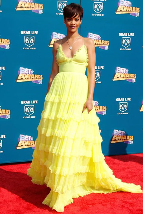 Rihanna was equal parts sweet and sassy at the 2008 B.E.T Awards in a canary yellow Giambattista Valli ruffled dress and a sultry, dark red pout.