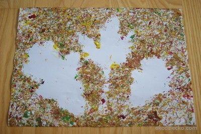 Jesienne liście powstałe z przyklejonych naturalnych liści i kasztanów które tocząc się po kartce rozmazują farbę  Autumn leaves arising from natural sticky leaves and chestnuts that rolling up the sheet smear paint