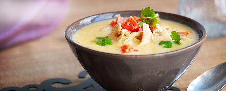 Tom Kha suppe, tilsett gjerne bambusskudd og friske sukkererter rett før servering!