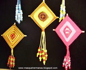 Del blog de   http://masquehermanas.blogspot.com/    Una chica muy maja me enseñó un día a hacer cometas con hilos de una forma sencilla. E...