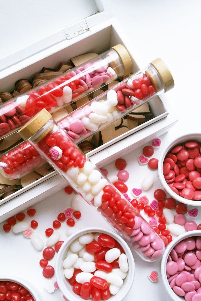 DIY :: Valentine's Test Tube Candy Gifts