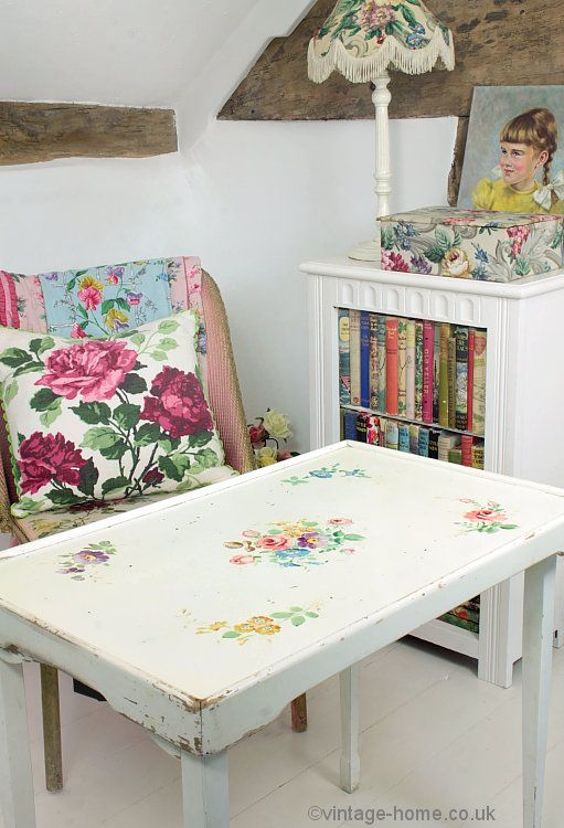 Vintage Home – Pretty 1940s Floral Painted Table. Could I decoupage a dresser or…