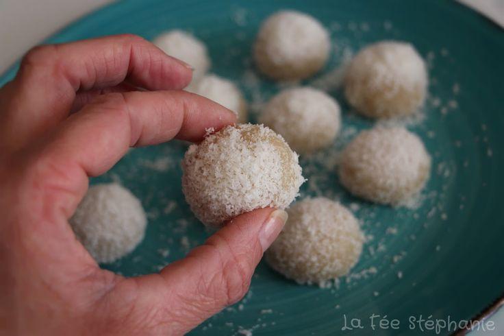 Les perles de coco nous viennent de la Chine, dessert à base de farine de riz gluant, cuit à la vapeur et enrobé de noix de coco râpée. Un délice vegan, sans gluten et si simple à faire!