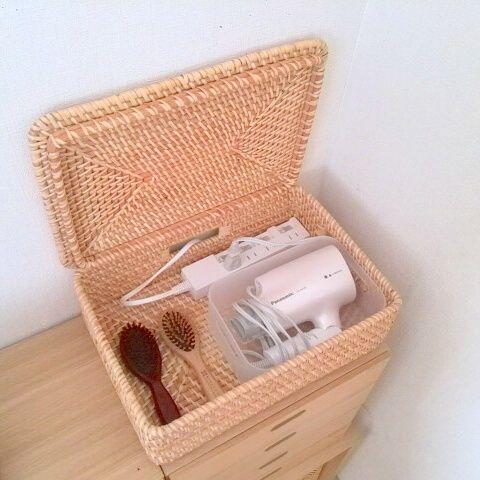 ケーブルをすっきり整理する10の方法 | RoomClip mag | 暮らしと ... ⑤ケーブルタップごと収納する