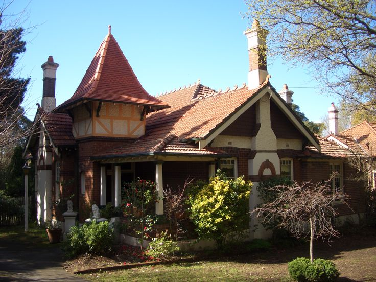 Queen Anne style, Federation era home, Sydney Australia (Appian Way, Burwood) #architecture #houses #housing #homes #australia