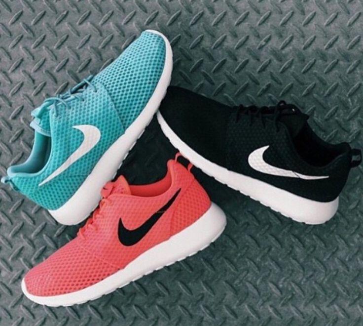 Pinterest : @annalorano06 ¥•. Gold Nike ShoesBlack Nike Running ShoesNike  Roshe ...